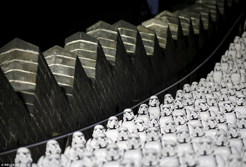 500 Stormtroopers en la Gran Muralla China por Star Wars: The Force Awakens